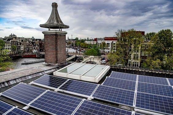 316 zonnepanelen op het dak van het Hermitage Amsterdam
