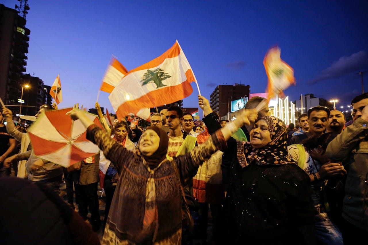 Libanese demonstranten bijeen op het al-Nour Plein in het noorden van Tripoli.