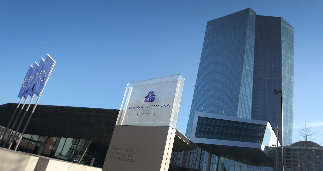 'Centrale banken voeren een extreem rentebeleid. Ze kopen obligaties op om de rente laag te houden.'