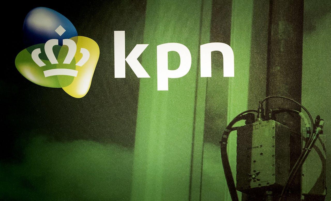 Logo van KPN tijdens de presentatie van de jaarcijfers 2016 in het hoofdkantoor.