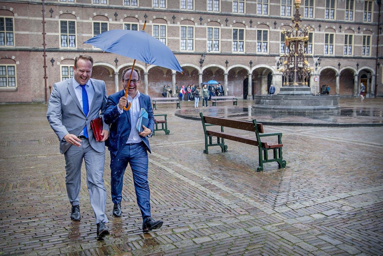 Wouter Koolmees (D66) en Pieter Heerma (CDA) op het Binnenhof
