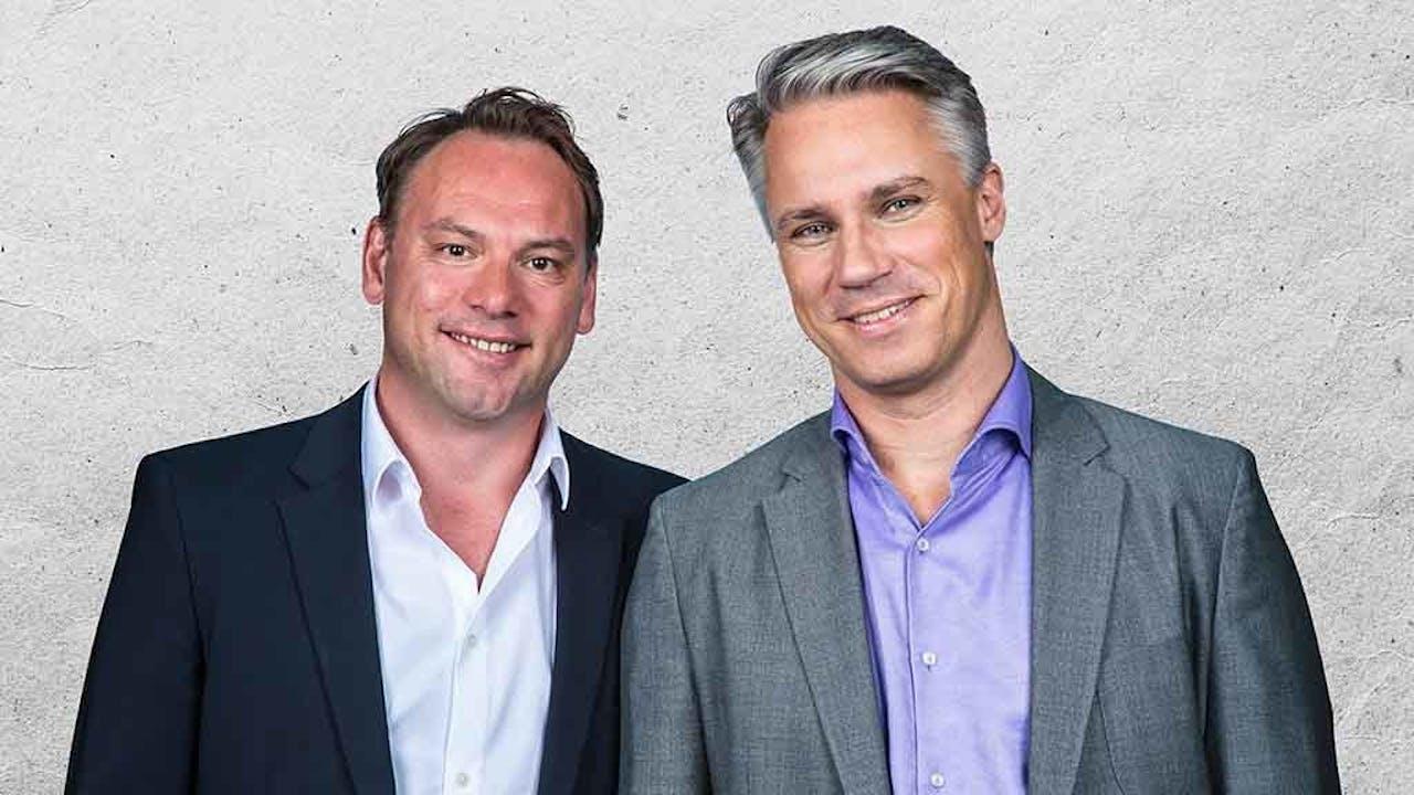 Meindert Schut en Wouter Karssen (rechts) presenteren de BNR Nationale Autoshow.