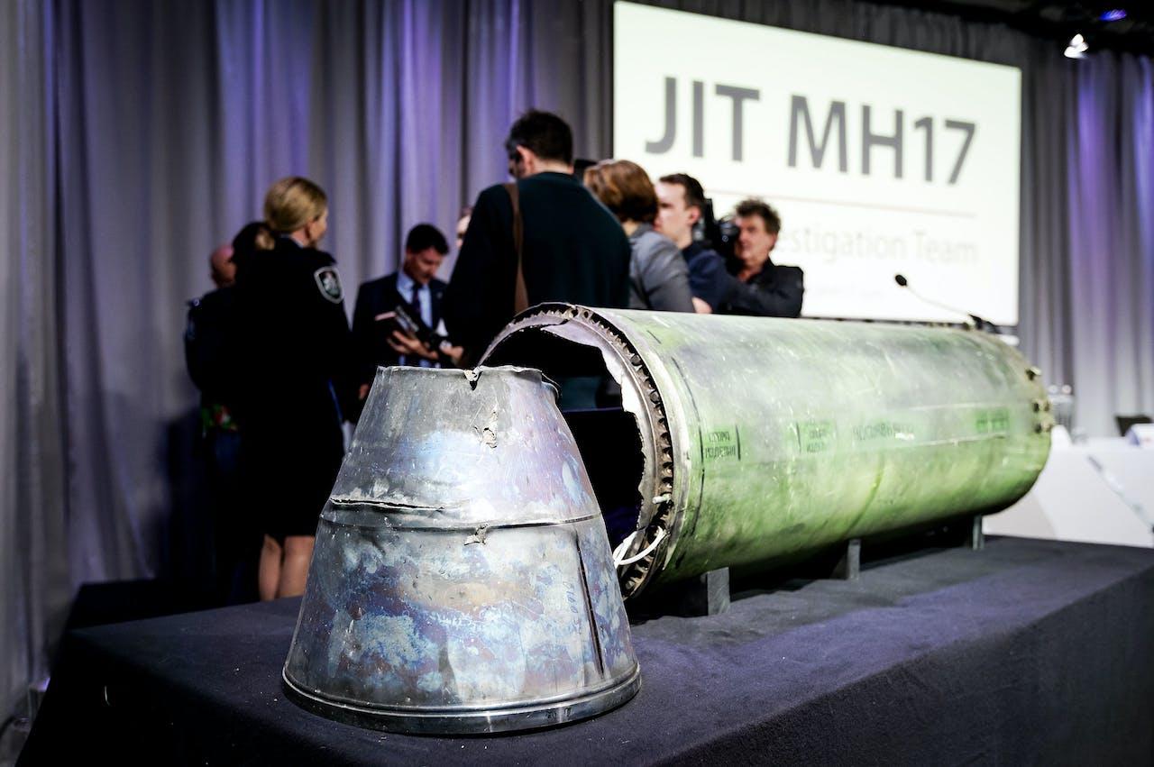 Onderdeel van de BUK-raket die MH17 neerhaalde tijdens een persbijeenkomst van het Joint Investigation Team, dat onderzoek doet naar de crash van vlucht MH17.