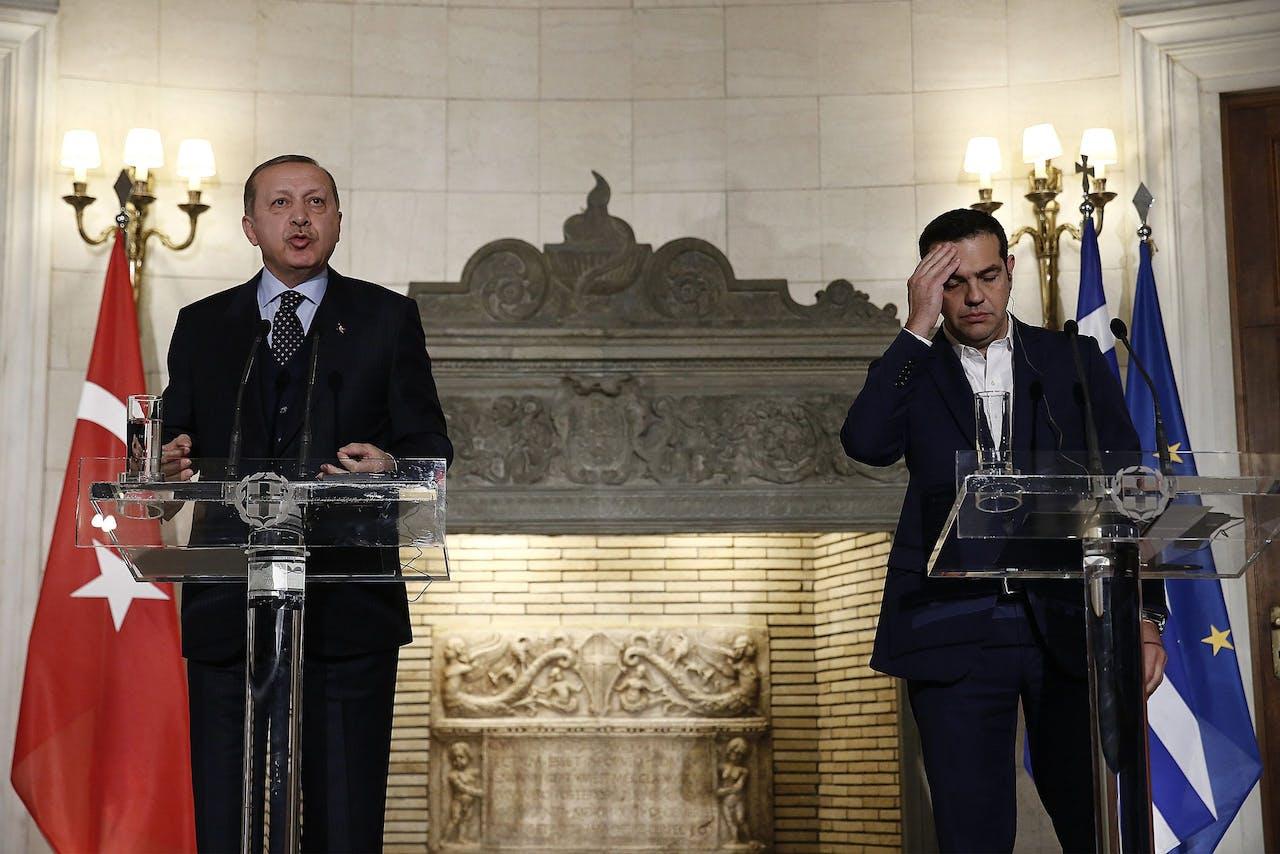 Erdogan (L) en Tsipras donderdag op een persconferentie
