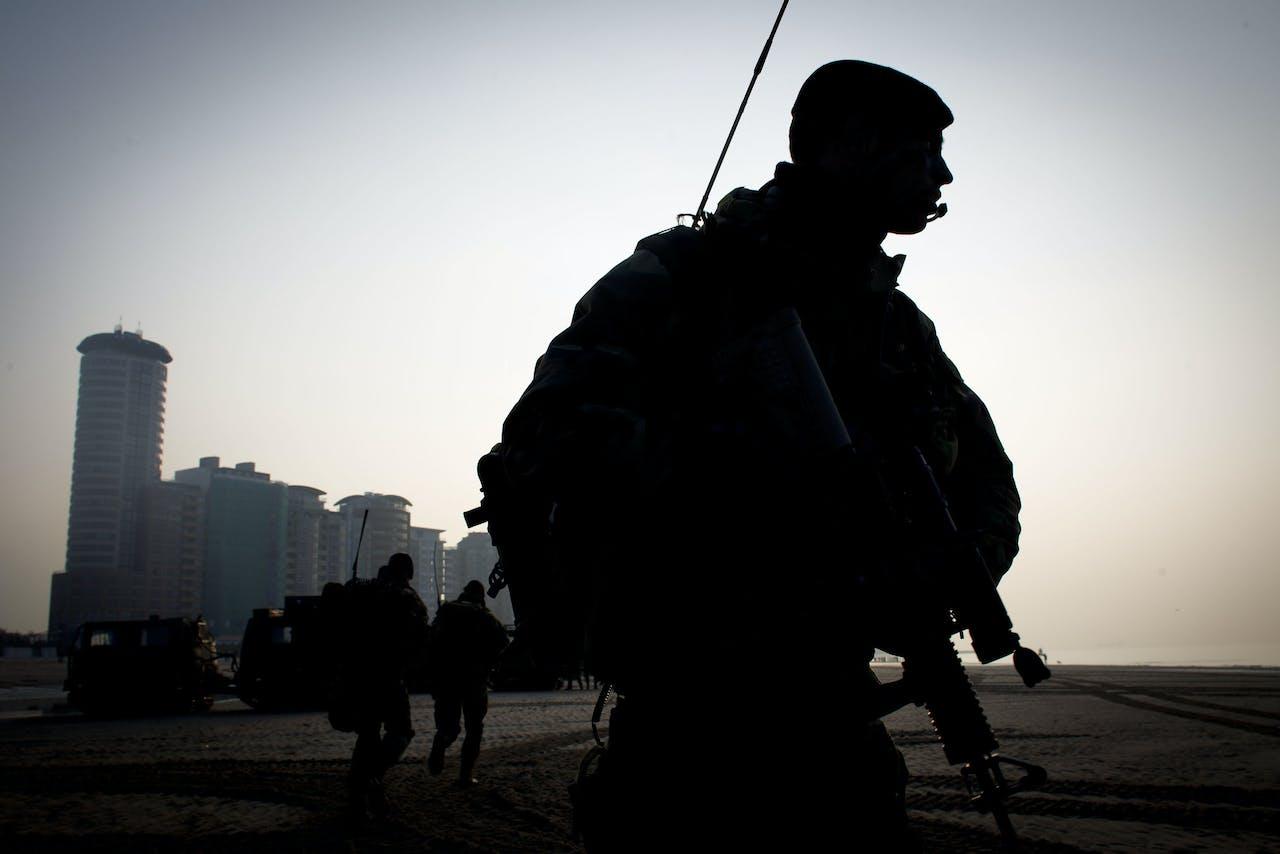 Mariniers oefenen bij Vlissingen, Zeeland.