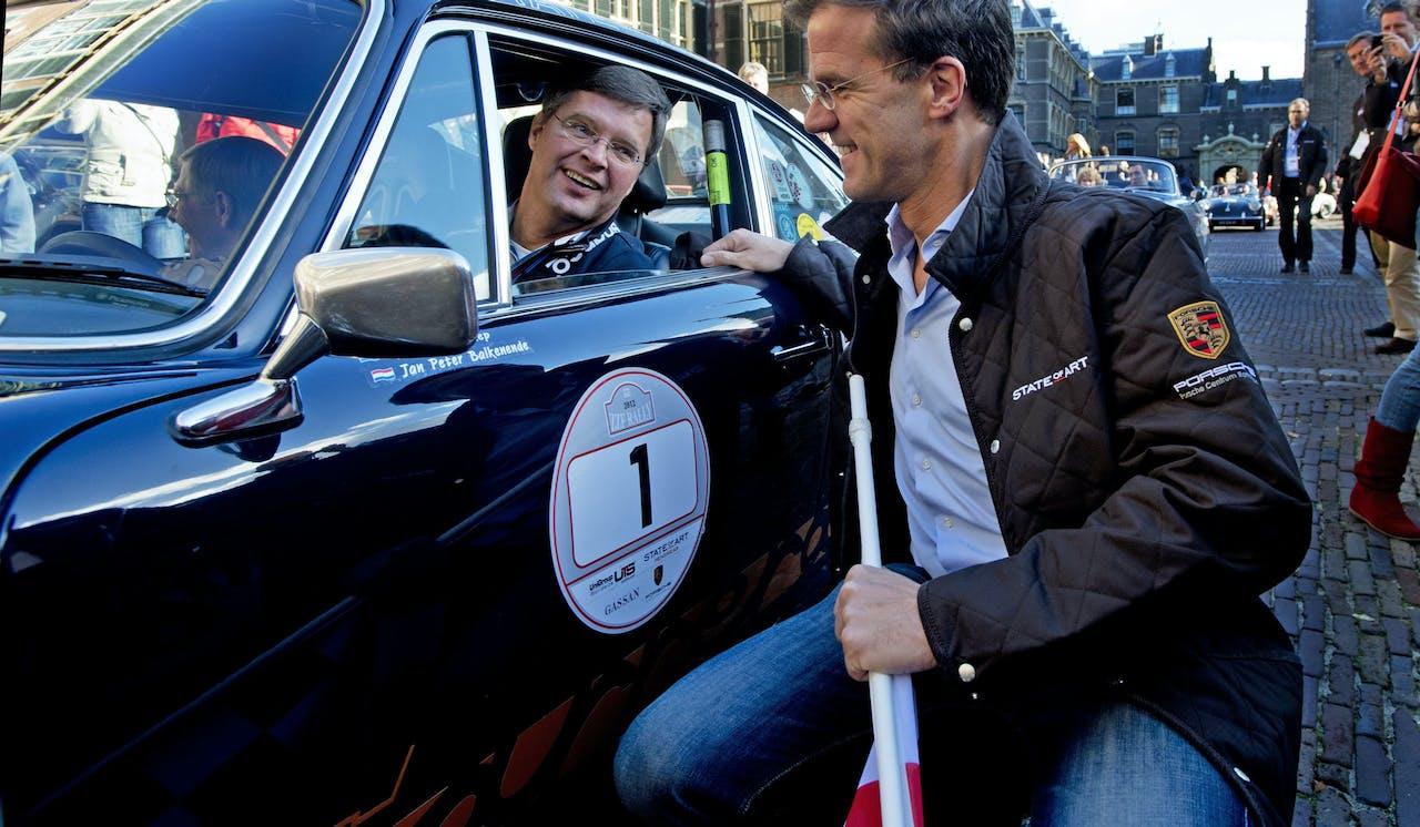 Voormalig premier Balkenende (L) en premier Rutte (R) in 2007.
