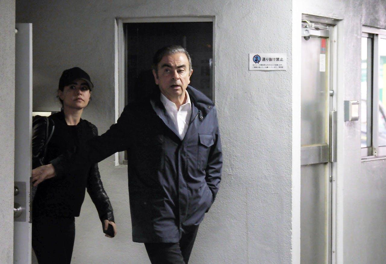 Carlos Ghosn (R)