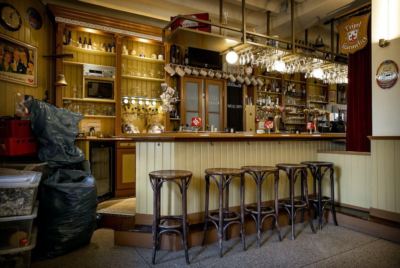 Een lege bar in Proeflokaal De Boom