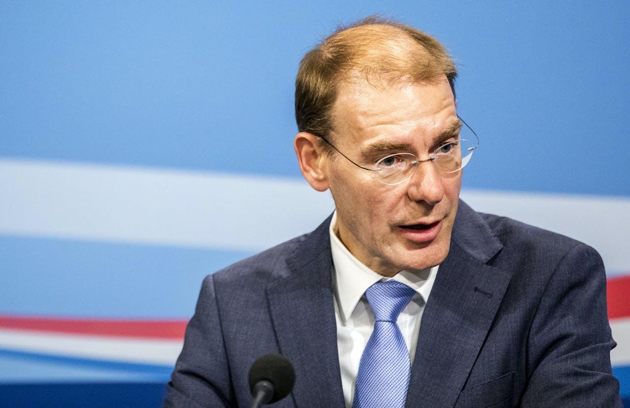 Staatssecretaris Menno Snel (Financiën) kondigt een nieuw belastingplan aan voor Nederlandse spaarders. Over spaartegoeden tot zo'n 400.000 euro hoeft straks geen belasting meer te worden betaald.