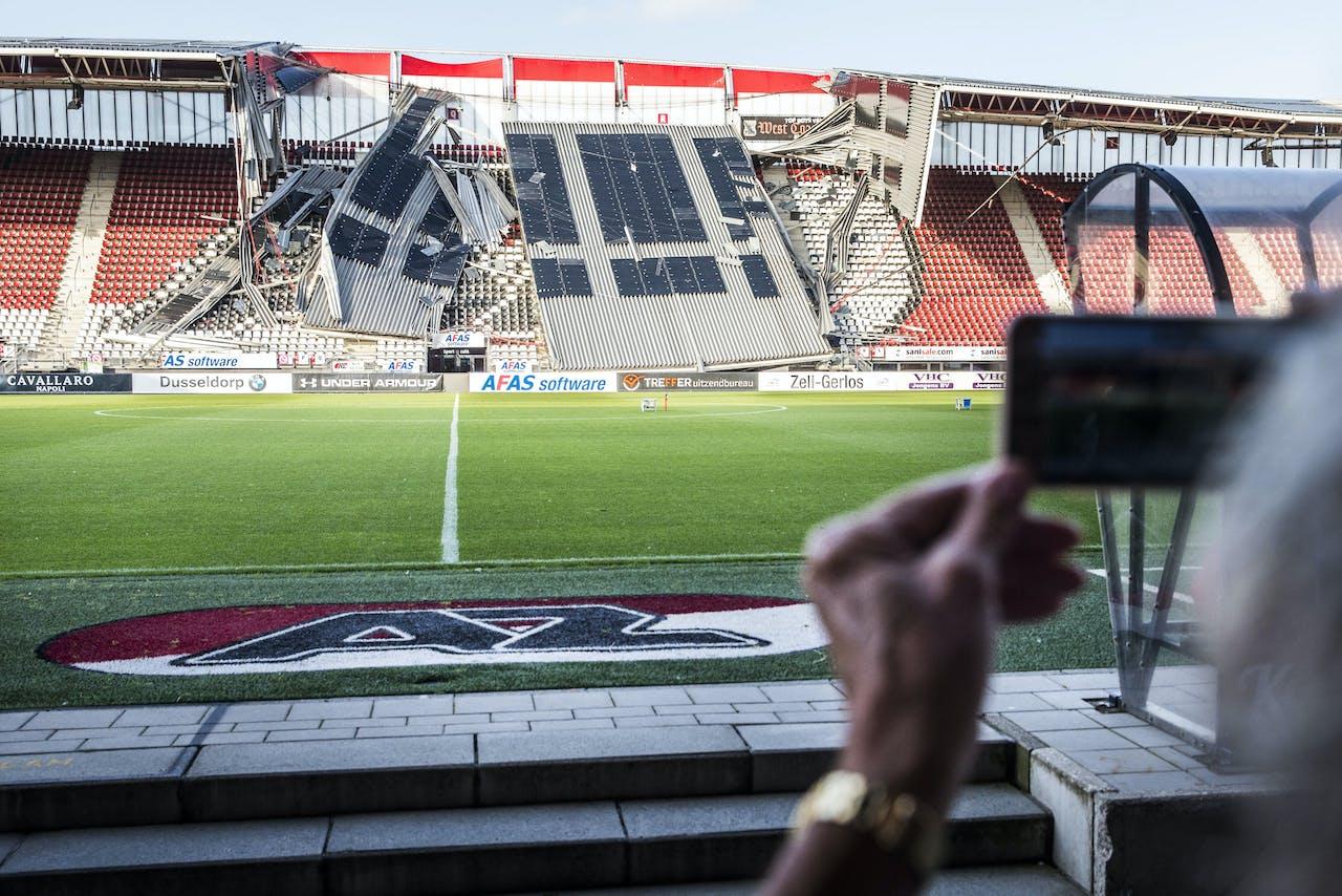 2019-08-10 19:38:43 ALKMAAR - Overzicht van de schade aan het dak van het AFAS Stadion van AZ. Een gedeelte van het dak van het stadion is ingestort. ANP VINCENT JANNINK