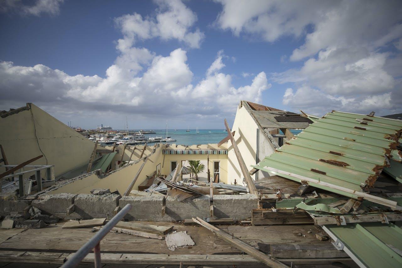PHILIPSBURG - Schade door orkaan Irma aan het Pasanggrahan hotel in de hoofdstad van Sint Maarten een half jaar nadat de orkaan over het eiland raasde. ANP XTRA JASPER JUINEN