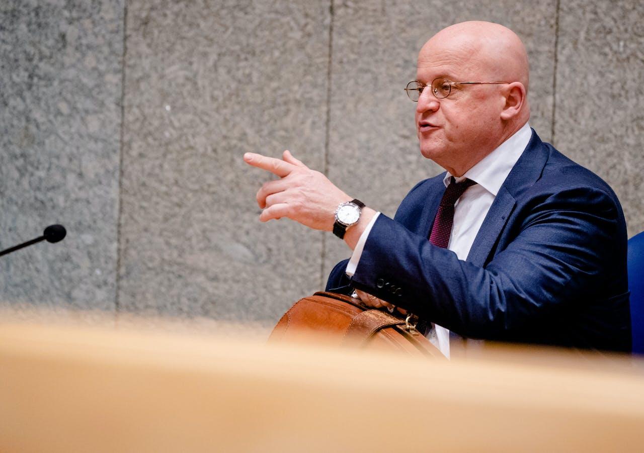 2021-01-21 13:03:59 DEN HAAG - Minister Ferdinand Grapperhaus van Justitie en Veiligheid (CDA) in de Tweede Kamer tijdens een debat over de ontwikkelingen rondom het coronavirus. ANP BART MAAT