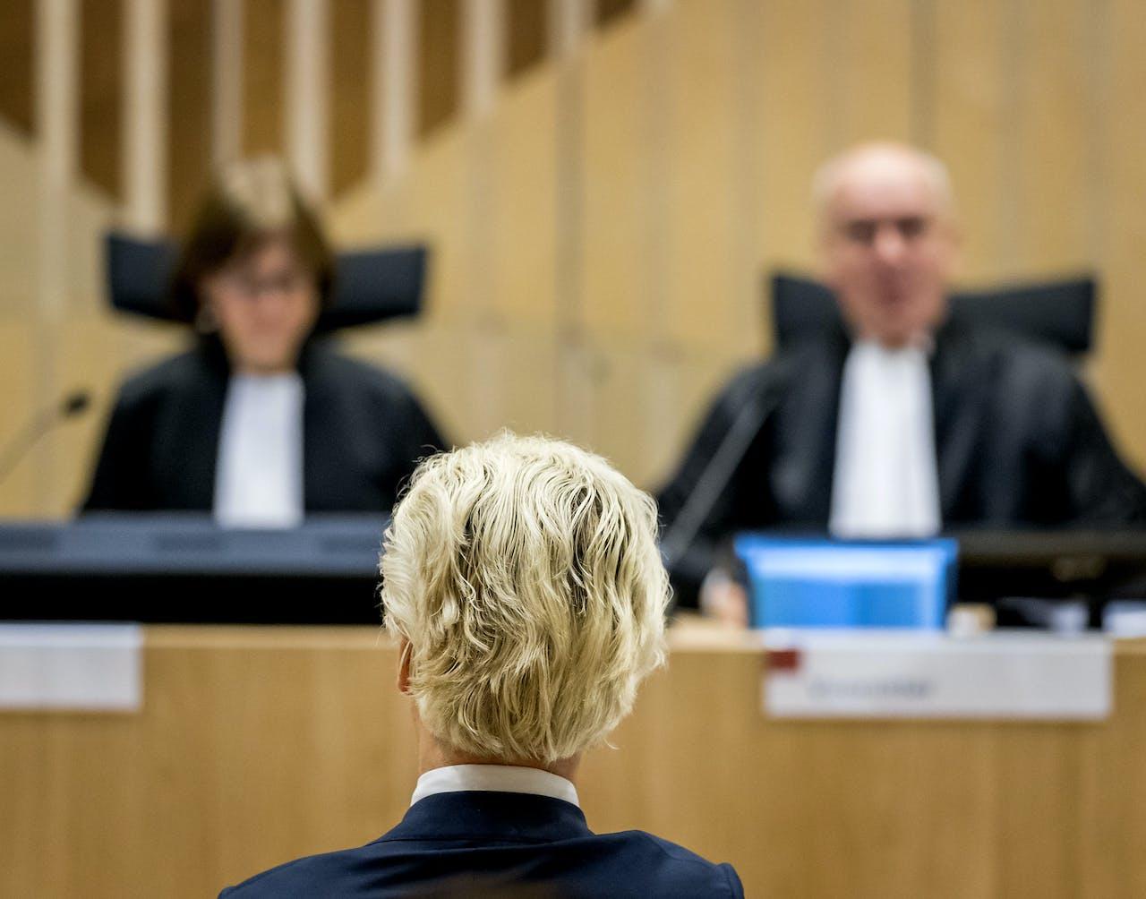 PVV-leider Geert Wilders in de rechtbank van Schiphol