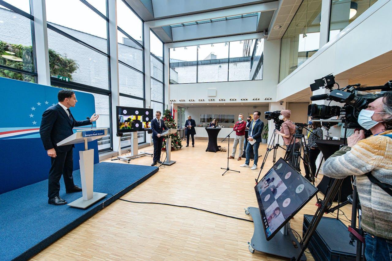 Premier Rutte tijdens een persconferentie voor aanvang van de EU-top over onder meer het coronaherstelfonds.