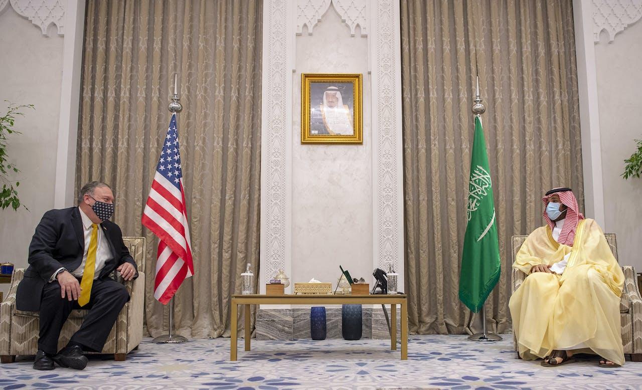 De Amerikaanse minister van Buitenlandse Zaken Mike Pompeo op 22 november dit jaar op bezoek bij de Saoedische kroonprins Mohammed bin Salman.