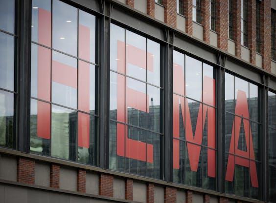 Het hoofdkantoor van HEMA aan de NDSM-straat.
