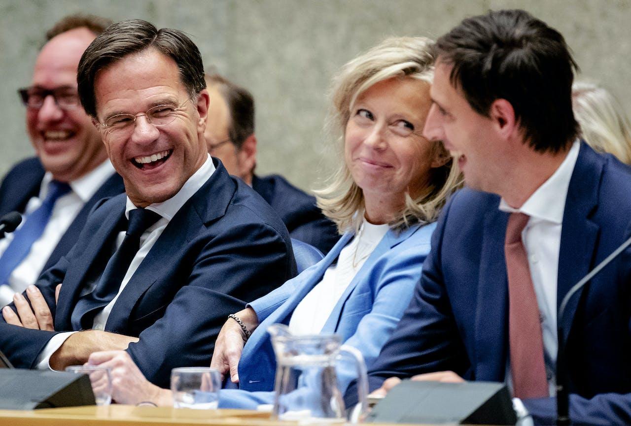 Premier Mark Rutte, minister Kajsa Ollongren van Binnenlandse Zaken en Koninkrijksrelaties en minister Wopke Hoekstra van Financiën