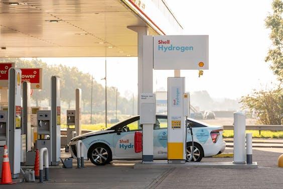 Het waterstofvulpunt van Shell bij verzorgingsplaats Den Ruygenhoek langs de A4