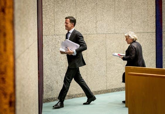 Ank Bijleveld, minister van Defensie en premier Mark Rutte tijdens het debat in de Tweede Kamer