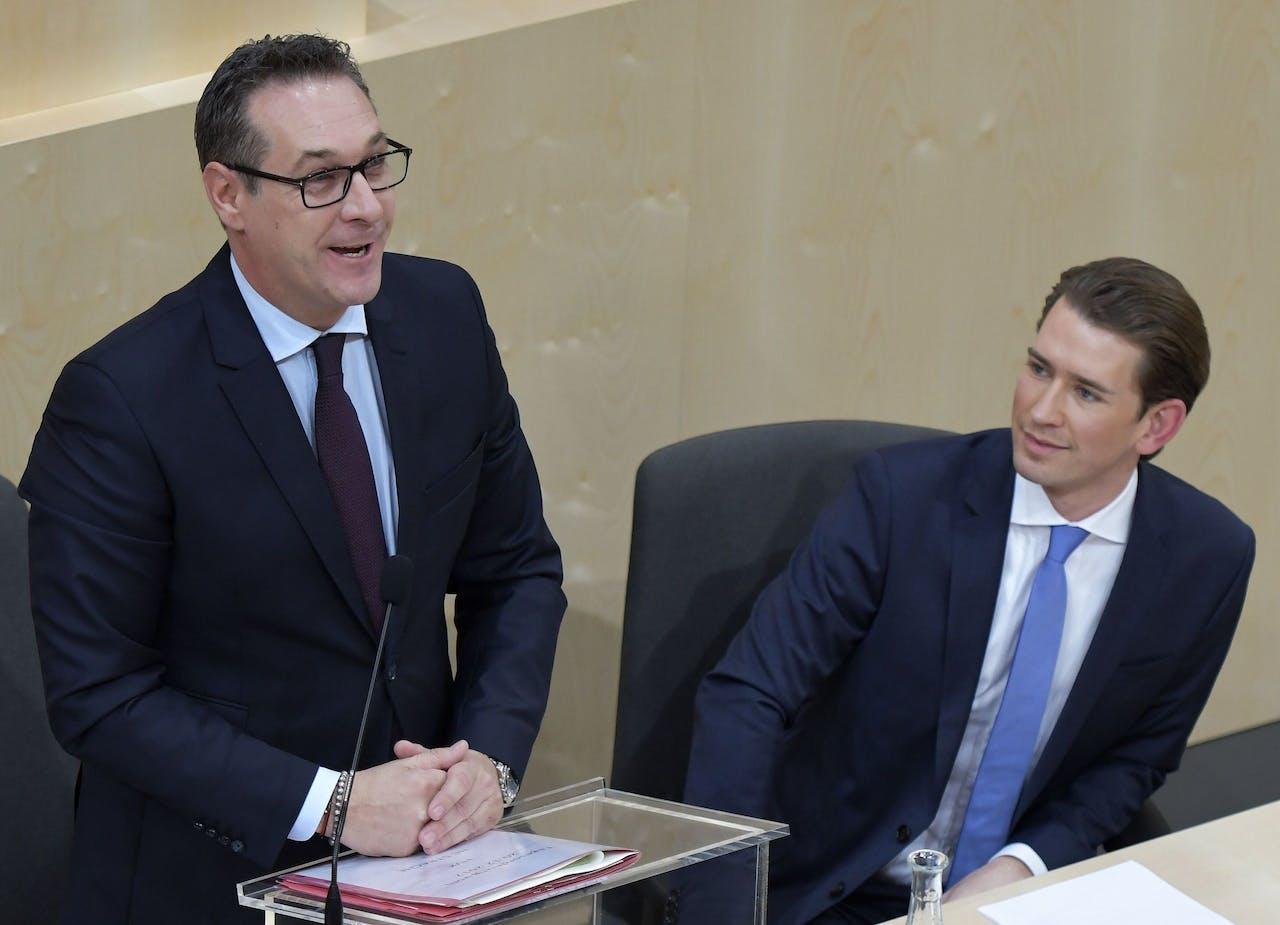 De Oostenrijkse vicekanselier Heinz-Christian Strache (L, FPÖ) en kanselier Sebastian Kurz (ÖVP).