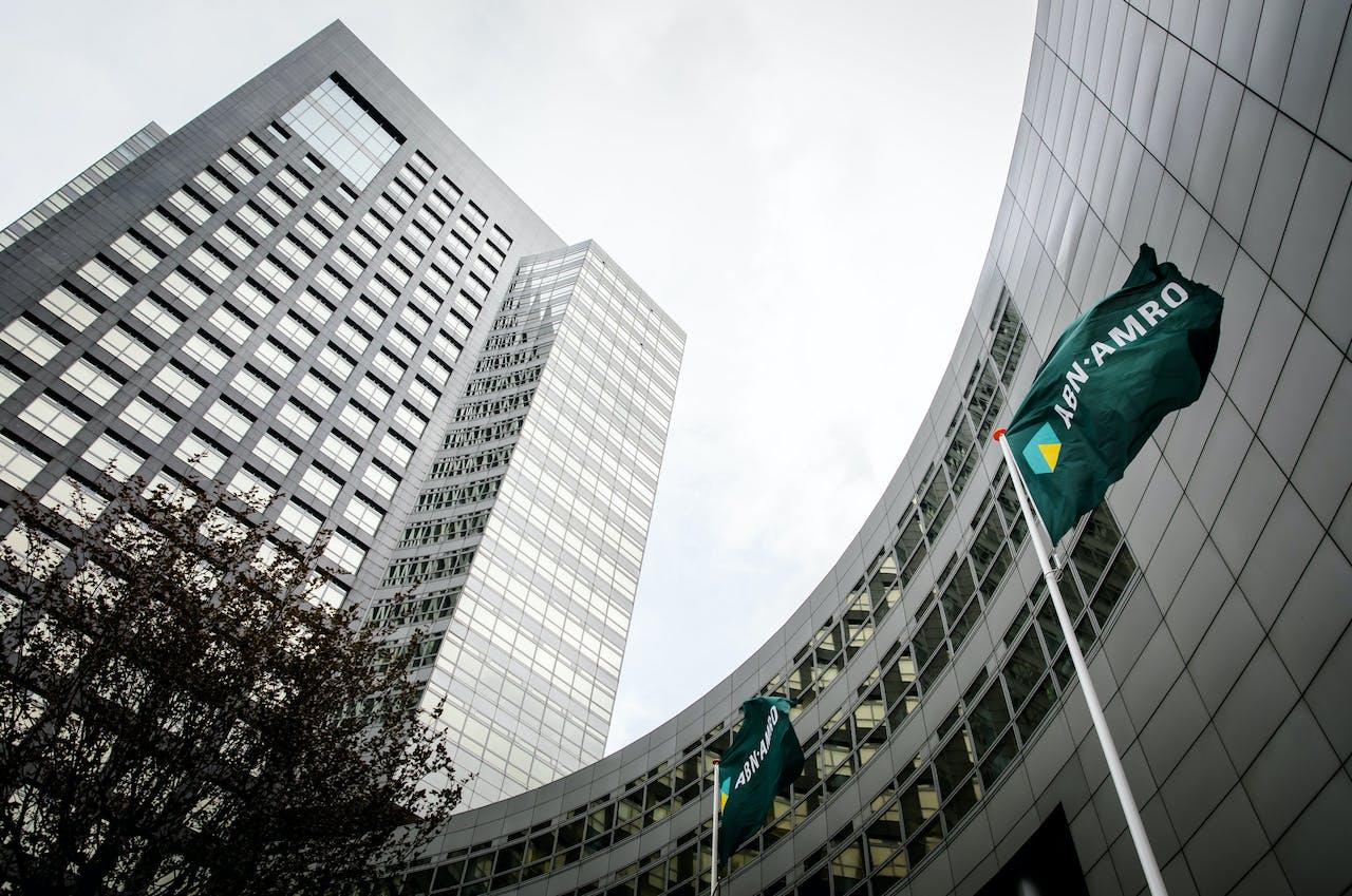 2018-08-08 10:53:51 AMSTERDAM - Het exterieur van het hoofdkantoor van ABN AMRO op de Zuidas. ANP BART MAAT