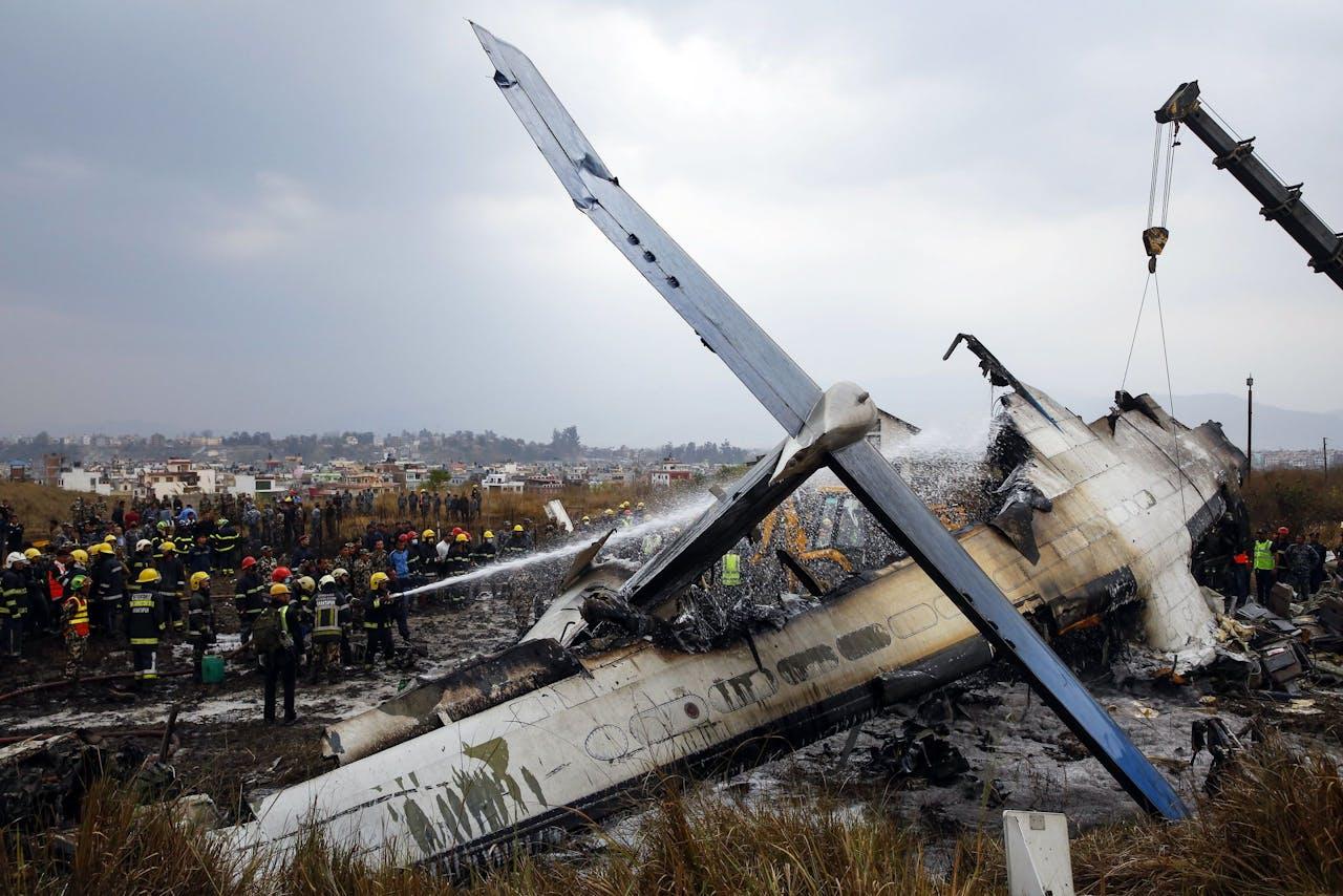 Het wrak van het vliegtuig na de crash vandaag.