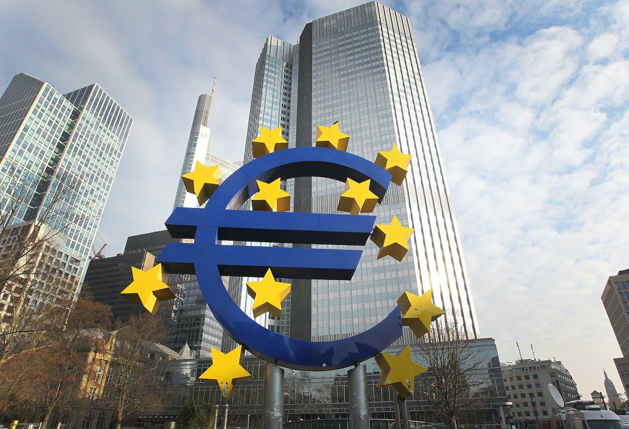 'Het is een wat bizarre regeling, omdat je een betrekkelijk willekeurige categorie geld, namelijk spaargeld, uitzondert van negatieve rente', zegt Jaap Koelewijn.
