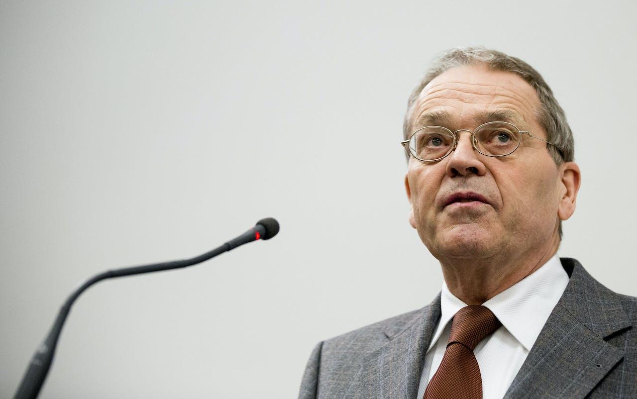 Vertrekkend Nationaal Ombudsman Alex Brenninkmeijer aan het woord bij een afscheidsbijeenkomst. Brenninkmeijer houdt ermee op omdat hij lid wordt van de Europese Rekenkamer.