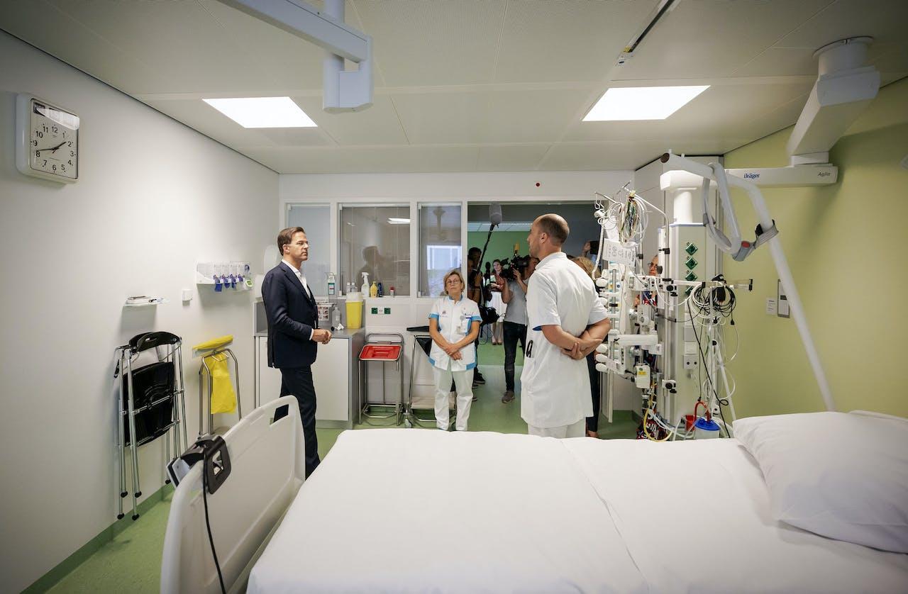 Premier Rutte op bezoek op de Intensive Care