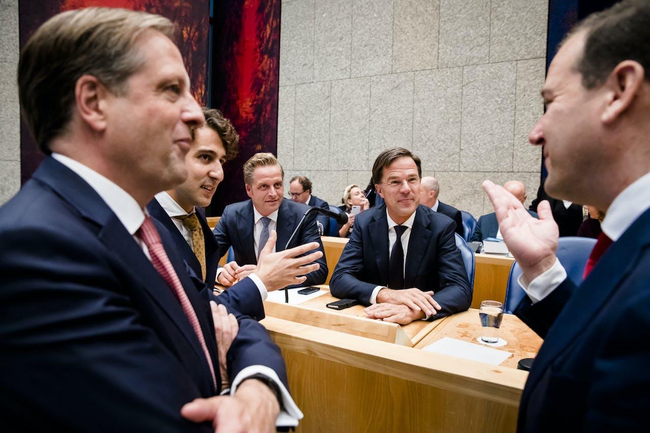 DEN HAAG - (VLNR) Alexander Pechtold (D66), Jesse Klaver (Groenlinks), Minister Hugo de Jonge van Volksgezondheid, Welzijn en Sport (CDA), Premier Mark Rutte en Lodewijk Asscher (PVDA) tijdens de Algemene Politieke Beschouwingen. De fractieleiders van de politieke partijen bespreken de hoofdlijnen van de Miljoenennota en de rijksbegroting. ANP BART MAAT