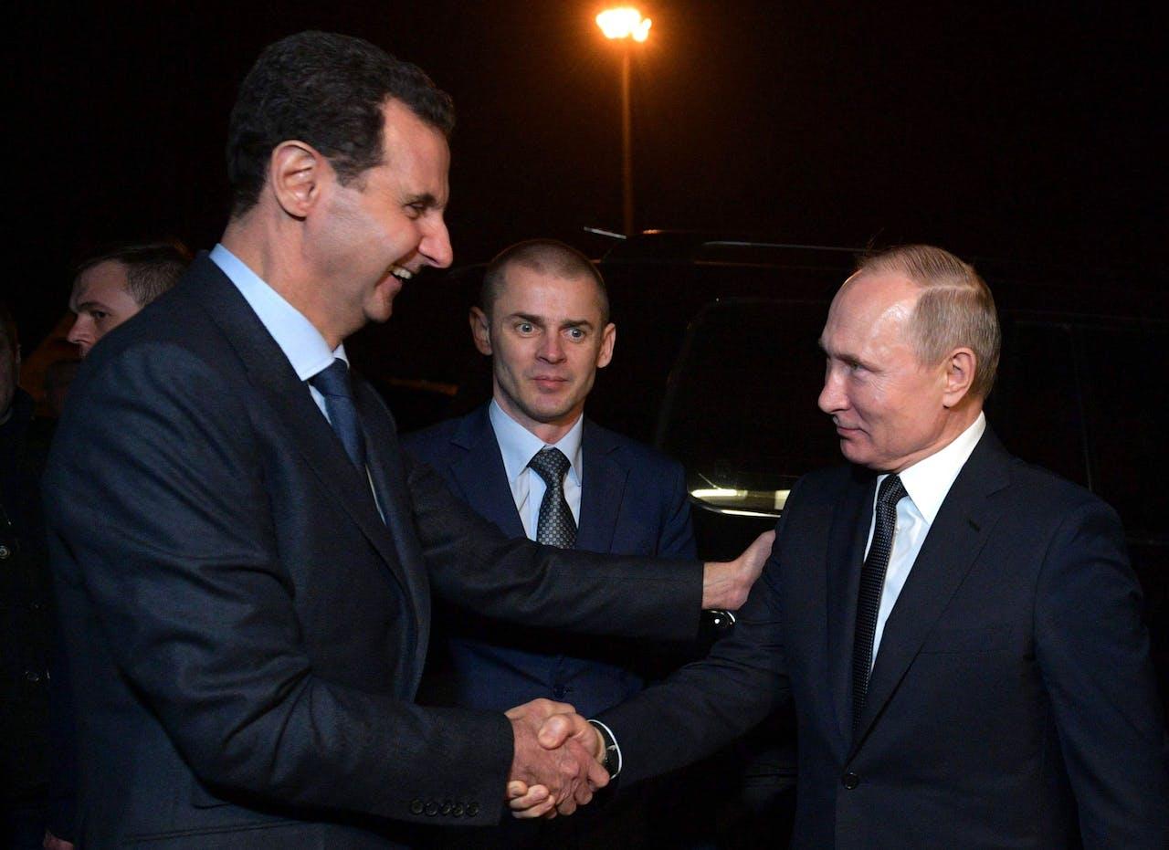 De Rusissche president Poetin schudt de hand van de Syrische president Bashar al-Assad Alexey
