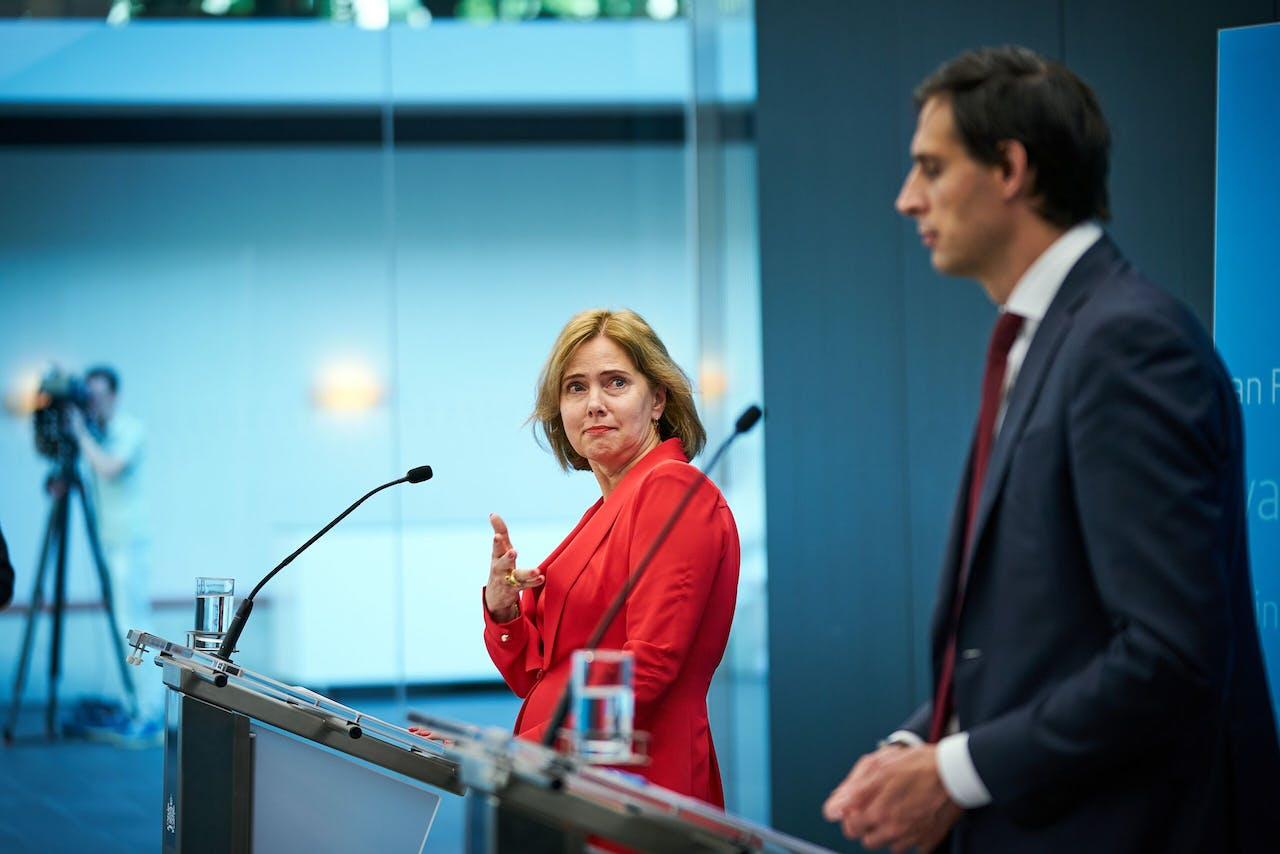 Minister Hoekstra van Financiën en Minister Cora van Nieuwenhuizen