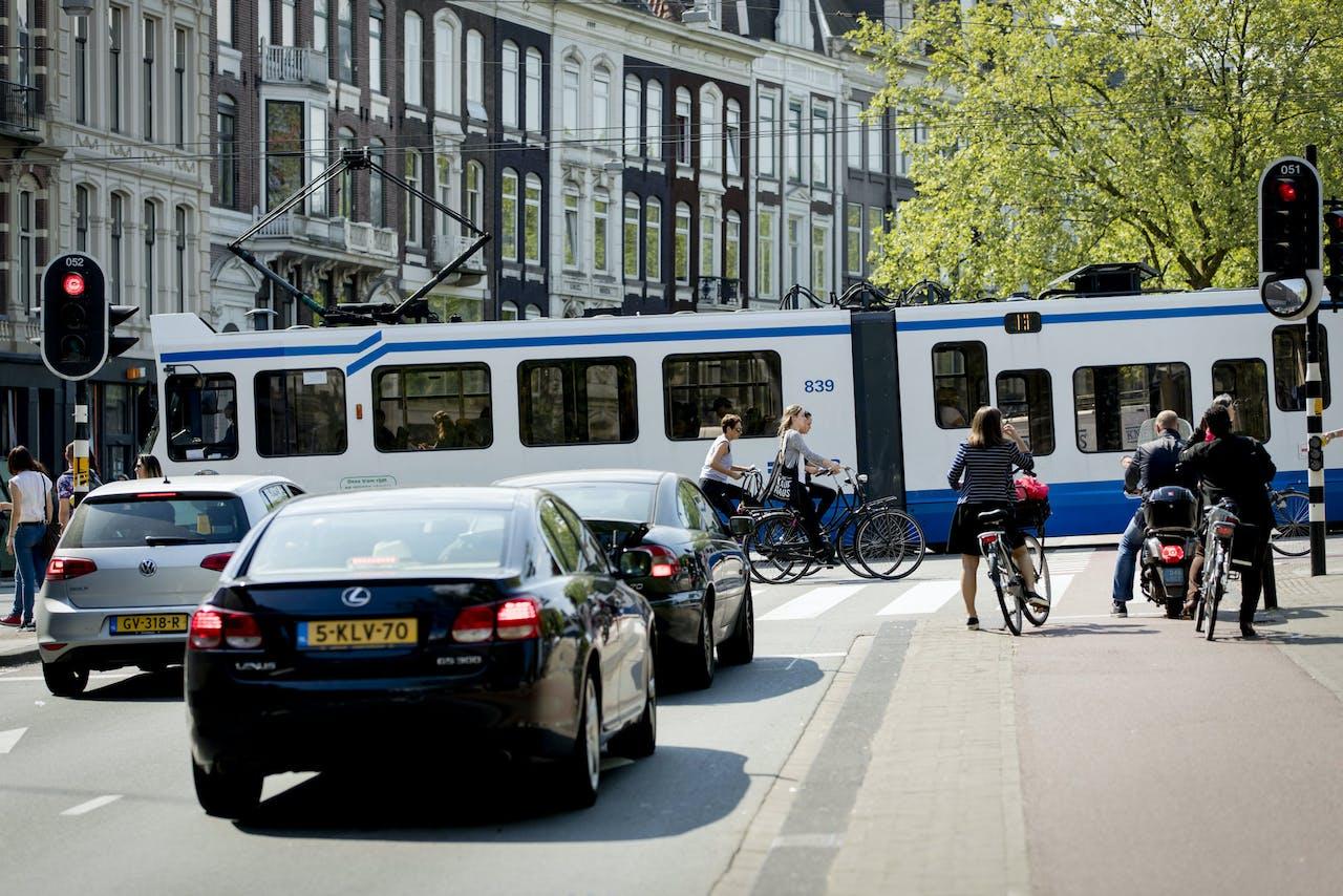 De Stadhouderskade in Amsterdam, een van de meest vervuilde plekken van Nederland.