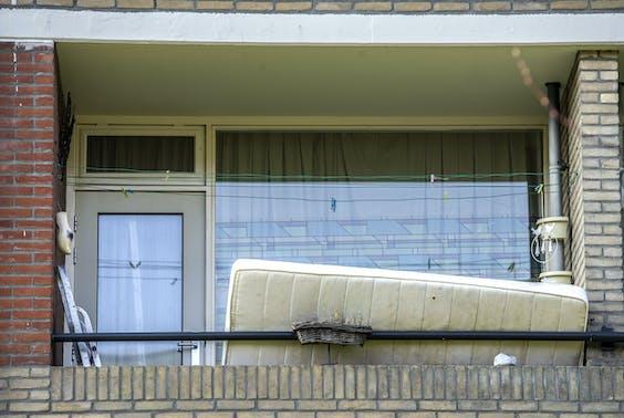 Een matras op een balkon