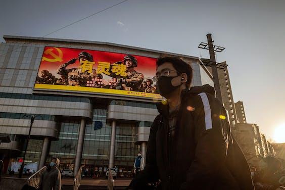 Een propaganda-billboard in de straten van Beijing.