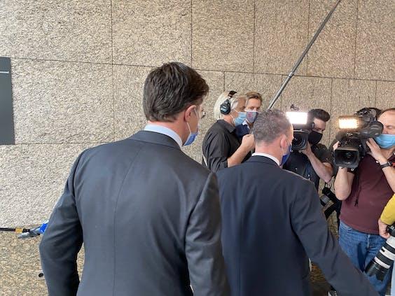 Premier Rutte op weg naar de Tweede Kamer
