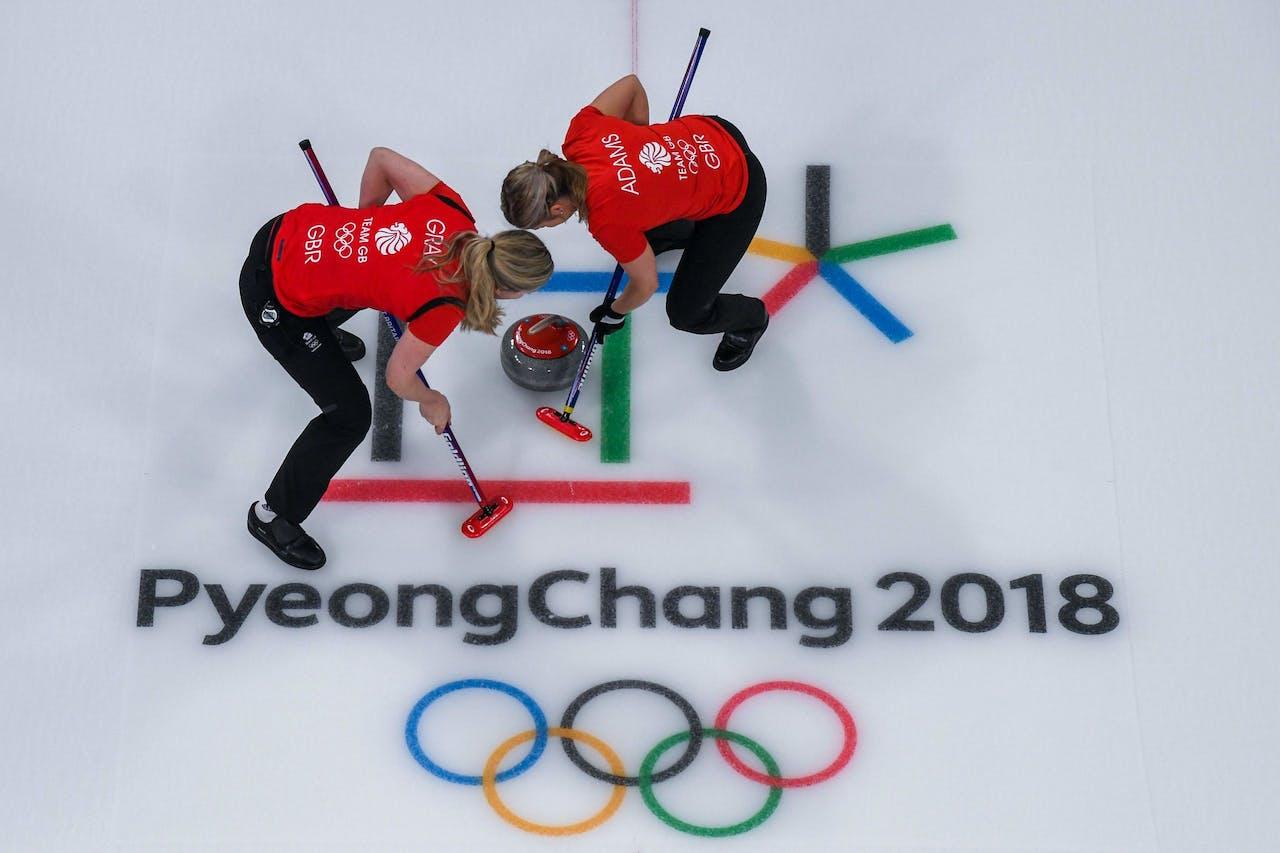 Alle ballen op curling, stelt Tom Huyskens.