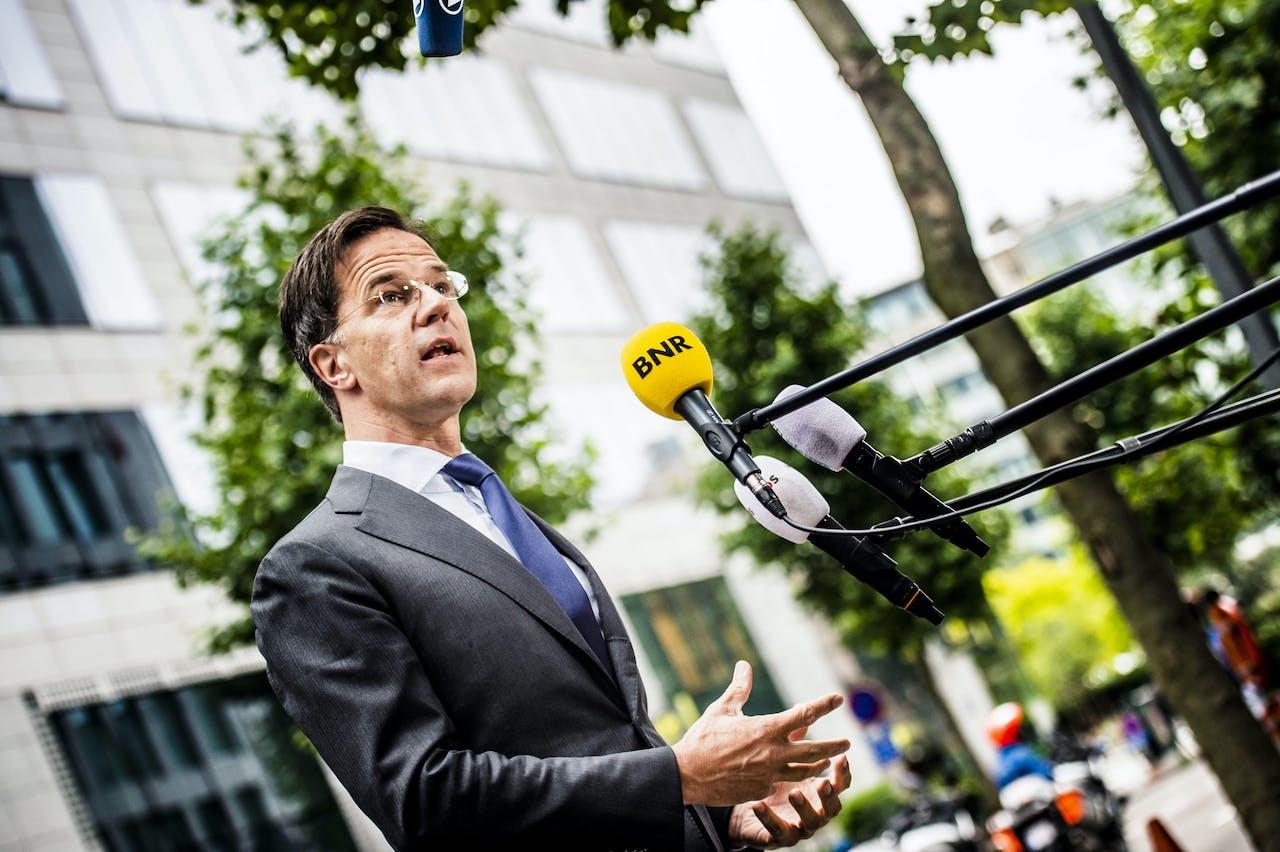 Minister-president Mark Rutte komt aan bij de permanente vertegenwoordiging van Nederland bij de EU voorafgaand aan de EU-top.