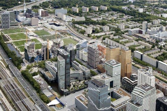 Luchtfoto van de torens aan de Zuidas