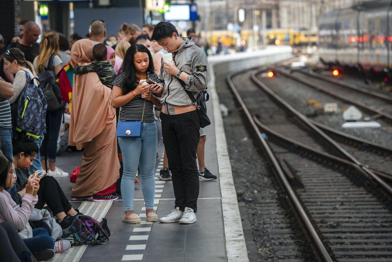 2018-08-21 20:26:06 AMSTERDAM - Door een grote sein- en wisselstoring rijden er geen treinen in en rond de stad Amsterdam. ANP EVERT ELZINGA