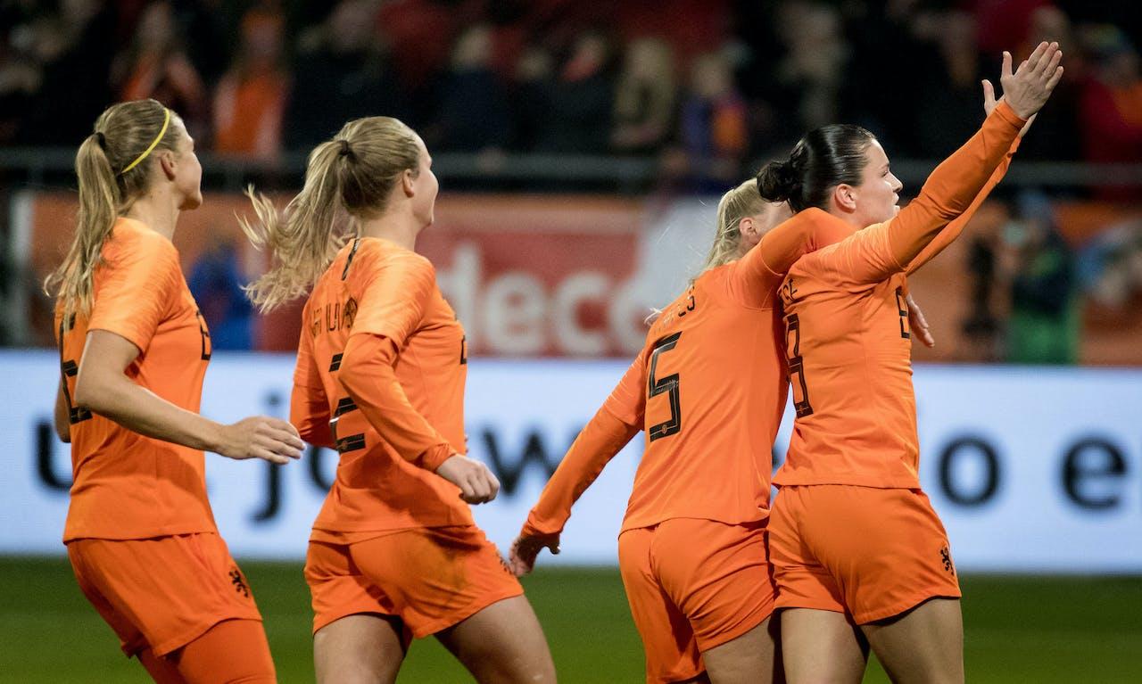 UTRECHT - Sherida Spitse van het Nederlands vrouwenelftal viert haart 1-0 tegen Zwitserland. De Oranjevrouwen strijden in de play-offwedstrijd tegen Zwitserland voor een plaats bij het WK 2019 in Frankrijk. ANP KOEN VAN WEEL