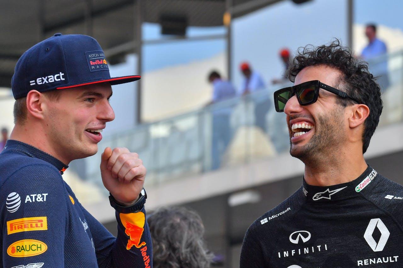 Max Verstappen (L) en Daniel Ricciardo (R)