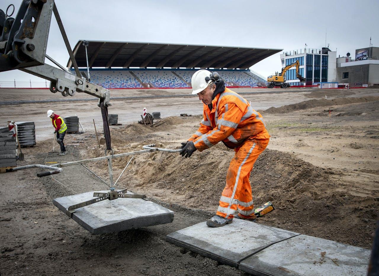 De werkzaamheden op Circuit Zandvoort liggen nog steeds op schema. Eind februari moet de verbouwing klaar zijn.