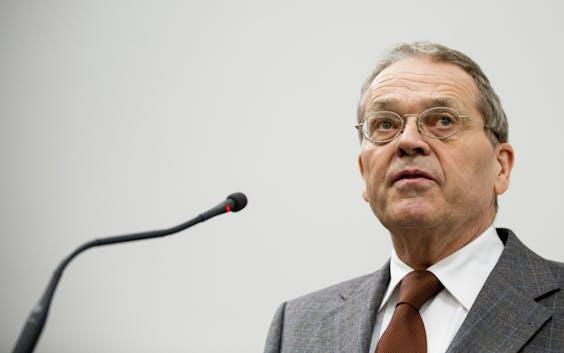 Alex Brenninkmeijer aan het woord bij een bijeenkomst.