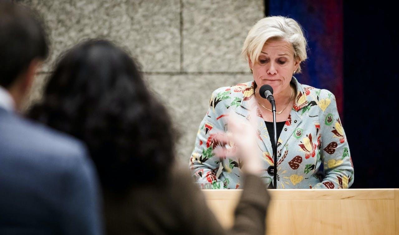 Minister Ank Bijleveld (Defensie) tijdens een debat in de Tweede Kamer over het Nederlands bombardement in Irak.