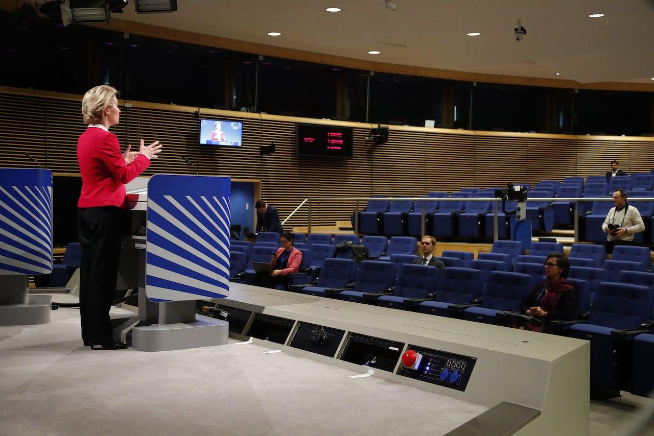 EU-voorzitter Ursula von der Leyen geeft een persconferentie