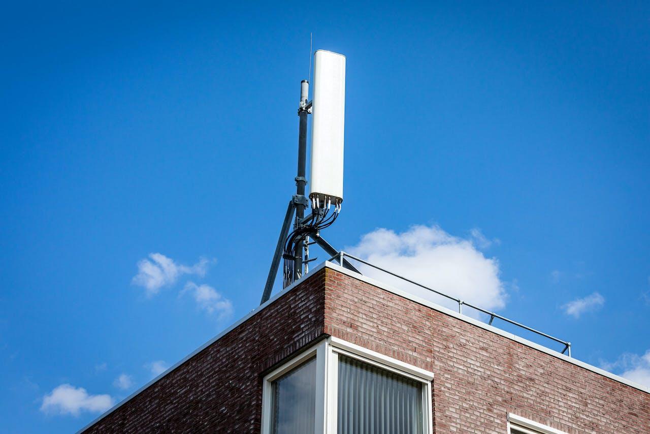 Een GSM antenne op het dak van een pand. ANP / Hollandse Hoogte / Venema Media