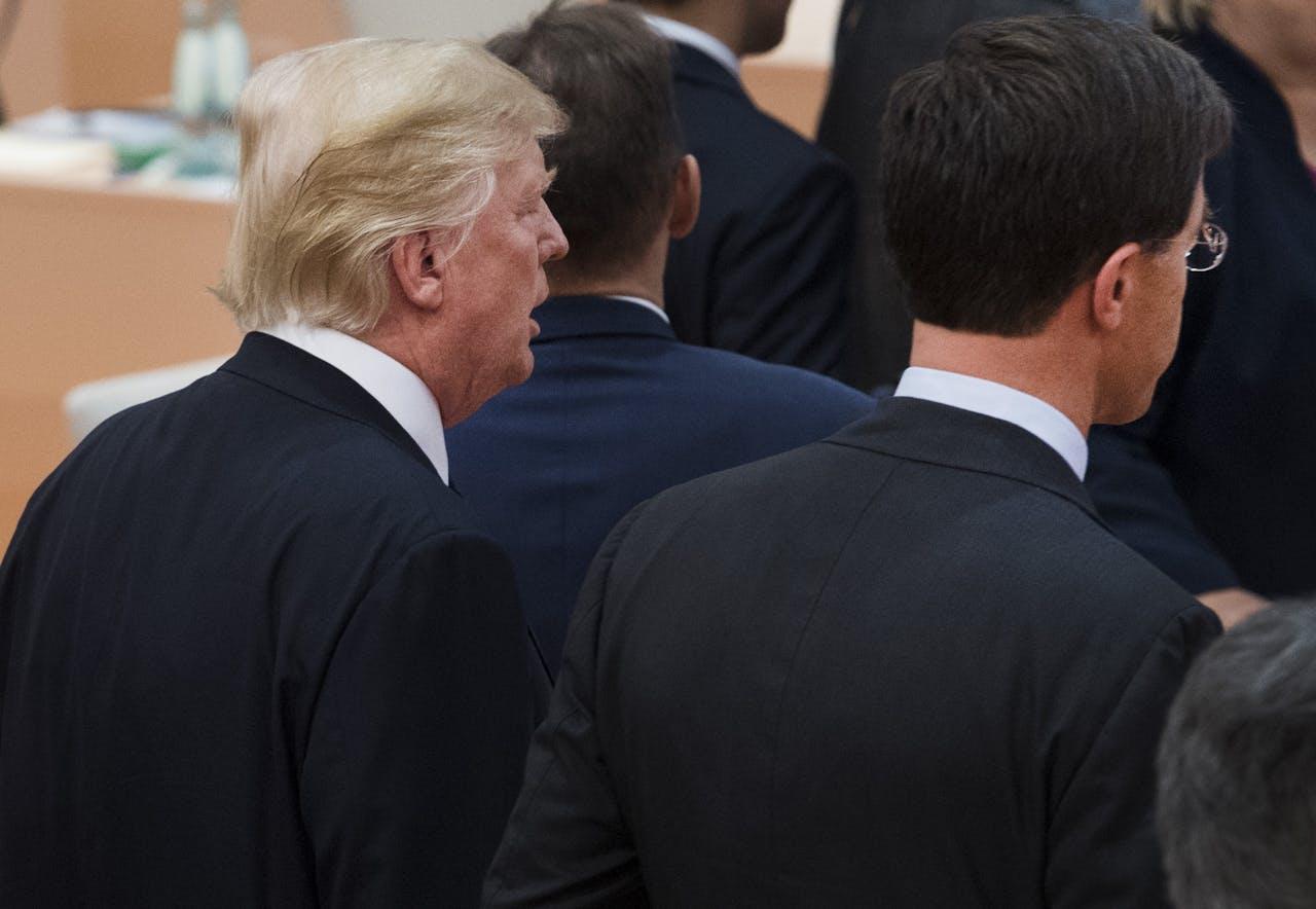2017-07-07 13:11:29 HAMBURG - Demissionair premier Mark Rutte en Donald Trump (L) tijdens de G20-top in Hamburg. Bij de G20 vergaderen twintig belangrijke economieen sinds 1999 ieder jaar over tal van zaken. ANP PIROSCHKA VAN DE WOUW