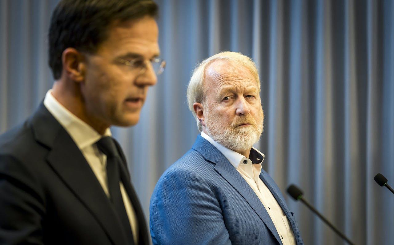 Premier Mark Rutte en Jaap van Dissel (RIVM).