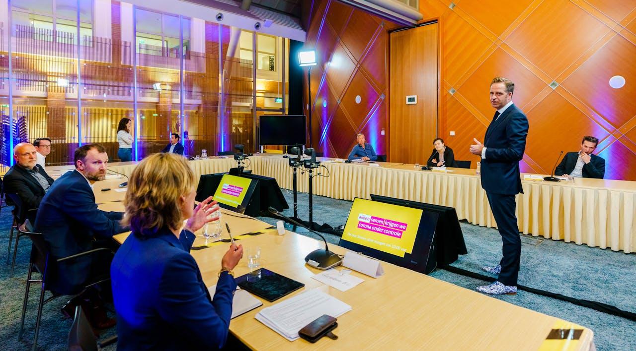 Minister Hugo de Jonge tijdens de appathon, waar zeven potentiële corona-apps werden gepresenteerd.